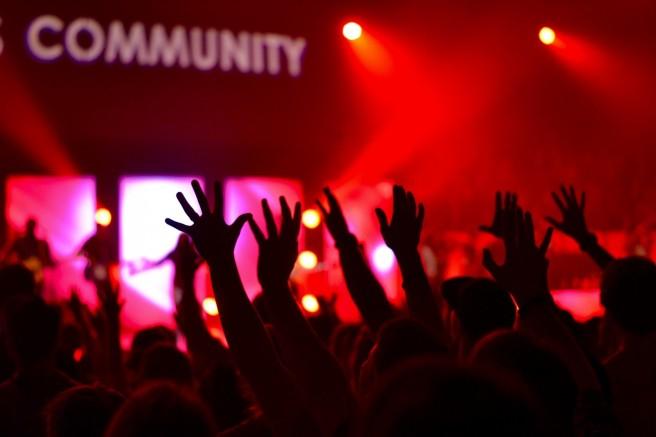 concert-community-hand
